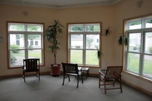 residence-women-sitting-area